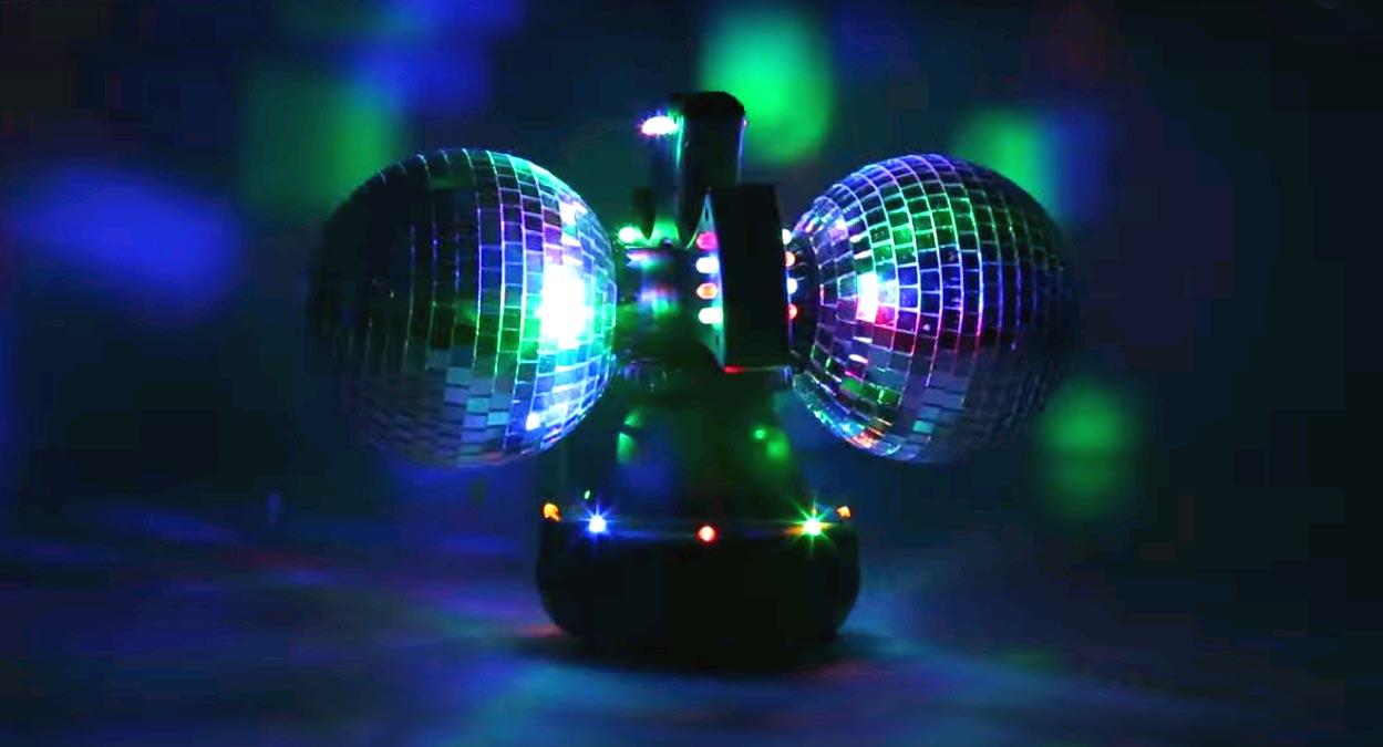 dwie kule disco w akcji